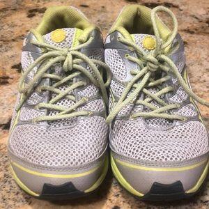Merrell comfy wide size 6 1/2 tennis shoe